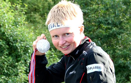 Marianne Andersen med sin sølvmedalje på VMs langdistanse i Trondheim 2010. Foto: Kirsti Kringhaug/OPN.no.