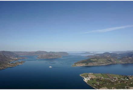 Ut Høgsfjorden