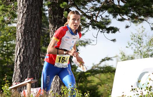 Anne Margrethe Hausken løper mot verdenscupseier under sprinten på O-Ringen i svenske Sälen i 2008. Foto: Geir Nilsen/OPN.no.