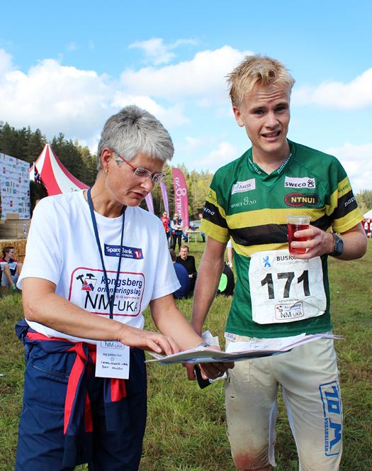 Overraskelsesmannen Thomas Natig Årstad i samtale med løypelegger Brit Volden. Foto: Hans L. Werp.