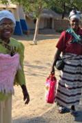 To damer som bærer barn 180p