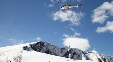 Helikopterfrakt av stein til Raudmelenstien, foto jh