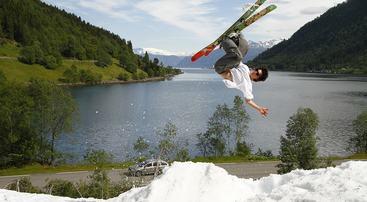Skiakrobatikk på Kjenesfonna, foto jh
