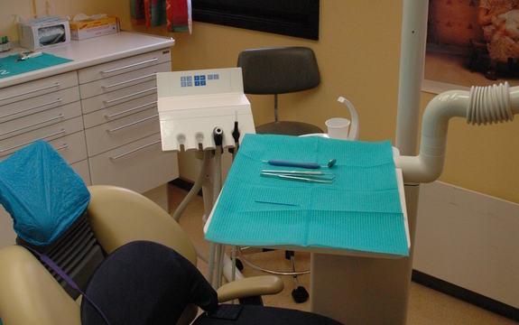 Tom tannlegestol på tannlegekontor