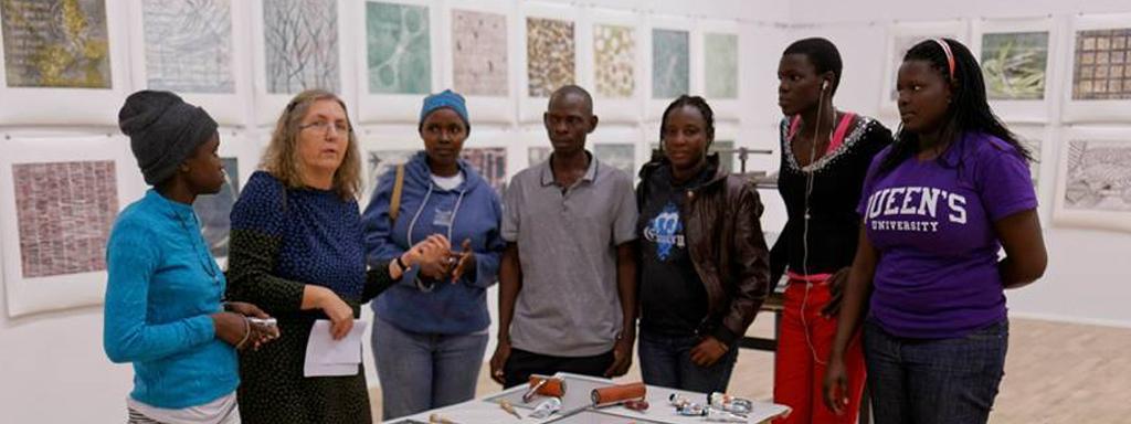 Uganda besøk på kunstmuseum.jpg