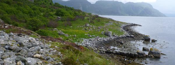 Bilete av gravrøyser i kulturlandskapet på Staveneset i Askvoll