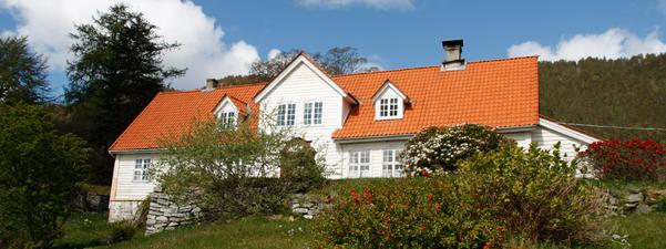 Bilete av Alværn i Lavik. Bustad til eidsvollsmannen Ole Elias Holck,  2014