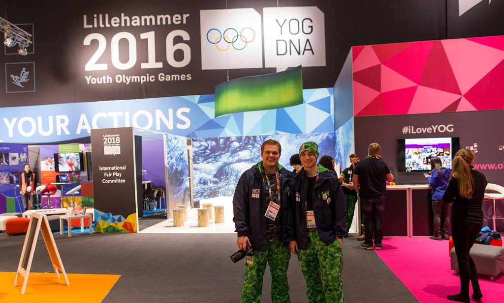 Medieelevar fotografar under OL i Lillehammer.jpg