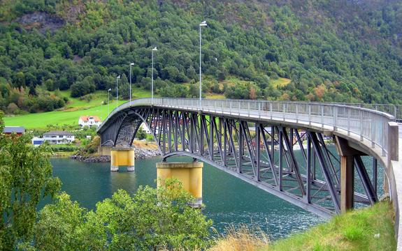 Loftesnesbrua ut frå Sogndal