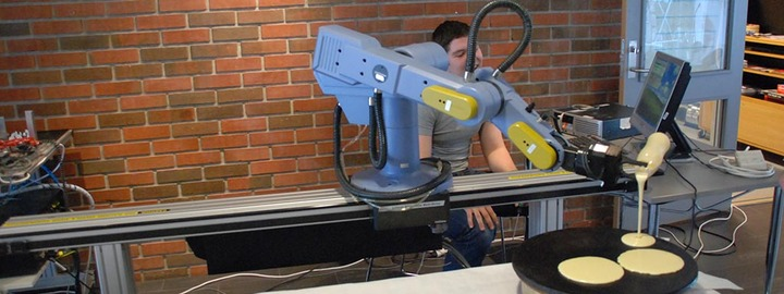 Roboten er programmert til å lage deilig lunsj
