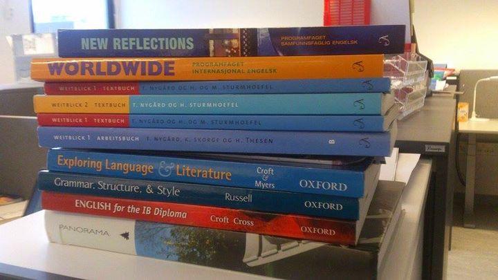 Alle elevane skal levere inn lærebøkene dei har lånt på biblioteket