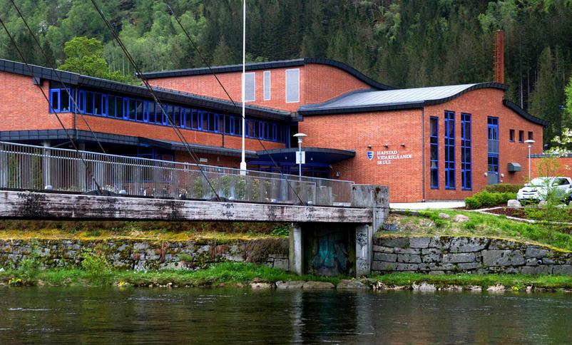 Foto av Hafstad vgs sin skulebygning