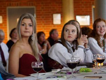Elevar frå vg3 på avslutningsfest på Hafstad vgs. Foto: Ole Johnny Devik