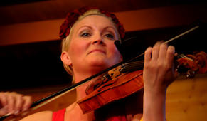 Sigrid Moldestad, frå ein konsert i Frøyset kyrkje i 2014.