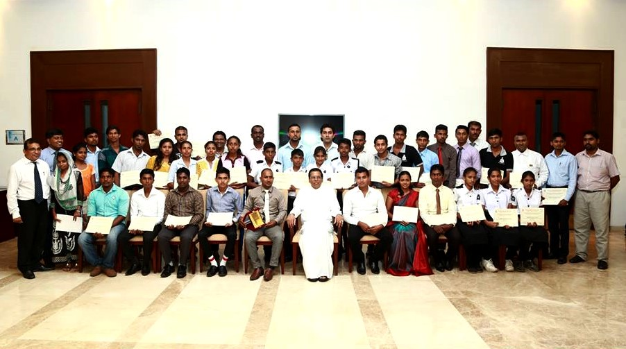159 trainers receive their certificats.jpg