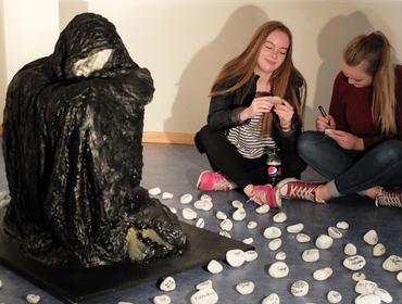 Elevar frå 3sfa på Vevringutstillinga hausten 2016. Foto: Wenche Steinsvik
