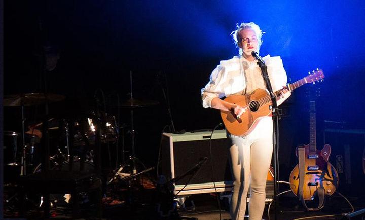 Konsert med Thea Hjelmeland, konsert gjennom DKS i Førde januar 2017 - Foto - Ole Johnny Devik