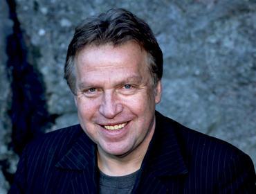 """Erling Borgen er professor, forfattar, journalist og filmskapar og driv sitt eige TV-produksjonsselskap med kontor i Oslo og Bergen. Fredag 24. mars kjem han til Sogndal Kulturhus og held  foredrag  med tittelen; """"Den viktige dokumentaren"""" på fagdagen til Sogndal Filmfestival, der han kjem til å fortelje om mellom anna korleis han jobbar med samfunnskritiske dokumentarfilmar. Borgen har produsert meir enn 90 dokumentarfilmar for NRK og i sitt eige produksjonsselskap."""