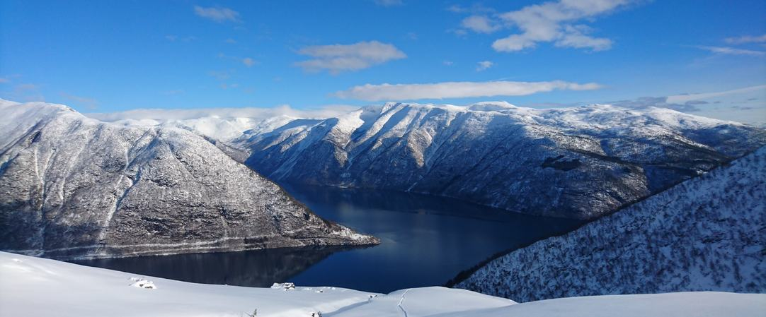 Fjordutsikt frå Farnesstølen mot Menes og Fjærland