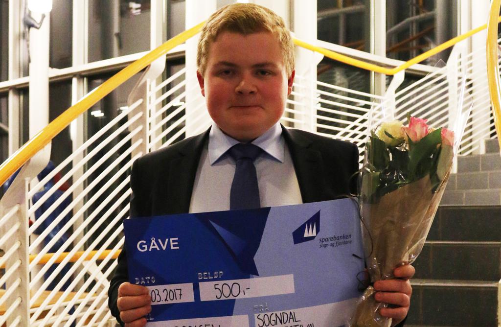 Juniorprisen til Jølster.jpg