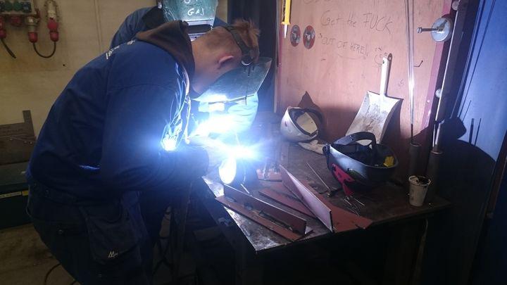 Sondre Haugen i arbeid på verftet i Skagen.