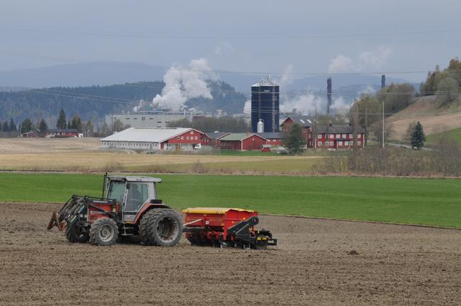 Traktor harver_650x432.jpg