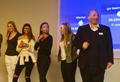 L'équipe « Go team (go go) » a gagné le Kahoot et le professeur Lars Aunaas insiste pour qu'ils soient applaudis comme il se doit !