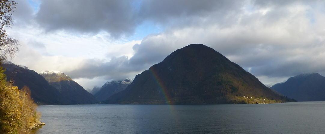 Mot Menes og Vetlefjorden