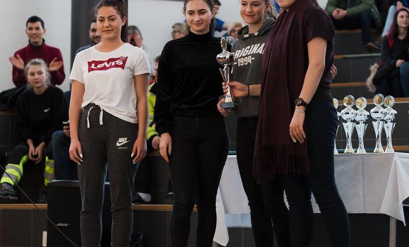 Sara Solberg, Roxana Pascu, Yana Voby og Sandra Leirgulen frå Flora Vgs vann konkurransen i barne- og ungdomsarbeidarfaget