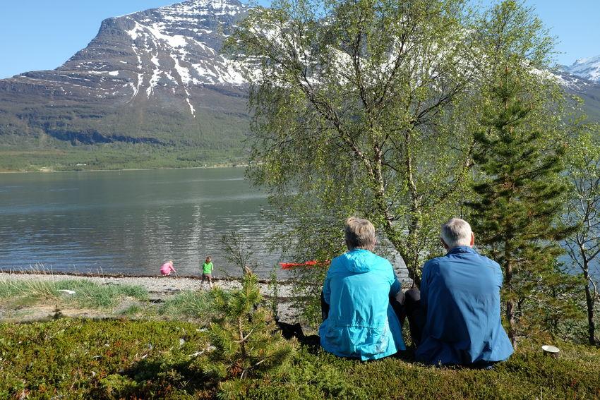 Nydelige Sandørneset på Elvevoll i Storfjord ble sikret i 2017 og skal de kommende årene tilrettelegges, blandt annet med stor fokus på rullestolbrukere. Foto: Maja S. Kvalvik