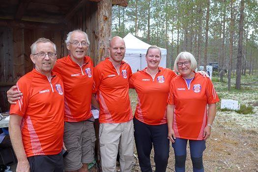Arrangørstaben av Heidalsdilten i nye sponsede løpstrøyer er antagelig klare for innsats også i 2019. Arrangørfoto.