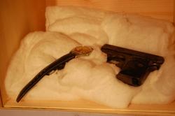 Klokke og pistol_400x266