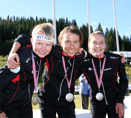 Norges sølvjenter fra VM på hjemmebane i Trondheim 2010. Marianne Andersen, Anne Margrethe Hausken og Elise Egseth. Foto: Geir Nilsen/OPN.no.