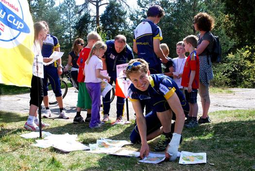 Carl Waaler Kaas hjelper til på BSKs familiedag 2011. Foto: Ove Kristian Jødal, BSK.