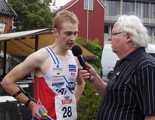 Olav Lundanes disket seg selv fra NM sprint gull. Her intervjues han av Karl Johan Emanuelsen. Foto: Vidar Benjaminsen
