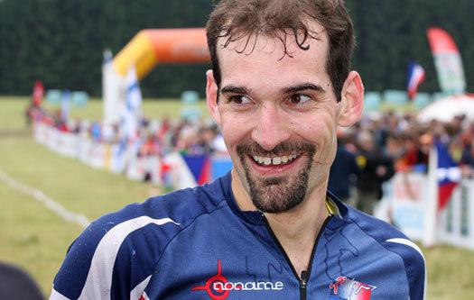 Thierry Gueorgiou glader seg over VM-gullet på mellomdistansen i Tsjekkia i 2008. Foto: Geir Nilsen/OPN.no.