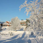 Vinterbilde av Skjønhaug skole
