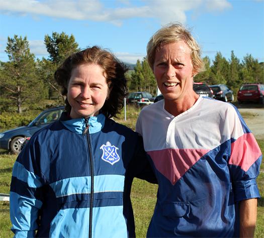 """Ellen Aure Skogedal og Marit Mikkelsplass etter endt dyst på Kvernbru i Heidal 25. juli. Marit nå også kjent som deltager i """"Skal vi danse"""". Foto: Hans L. Werp."""