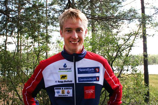Olav Lundanes ved Aklangens bredder etter å ha vunnet Holleia Høstløp 2013 like utenfor Hønefoss. Foto: Geir Nilsen/OPN.no.