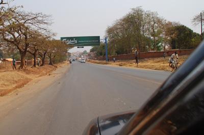 Utsnitt fra bil med Carlsberg 400p.jpg