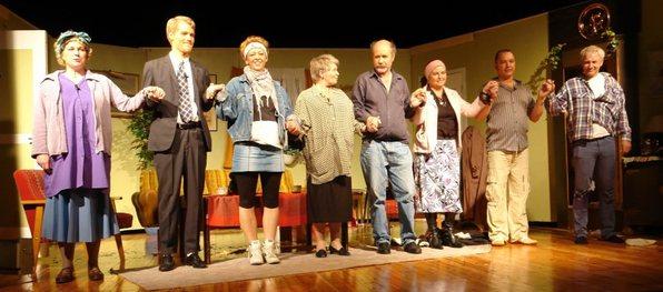 Teaterframsyning med glade amatørar frå Ungdomslaget Framsig. Foto : Rune Garmann