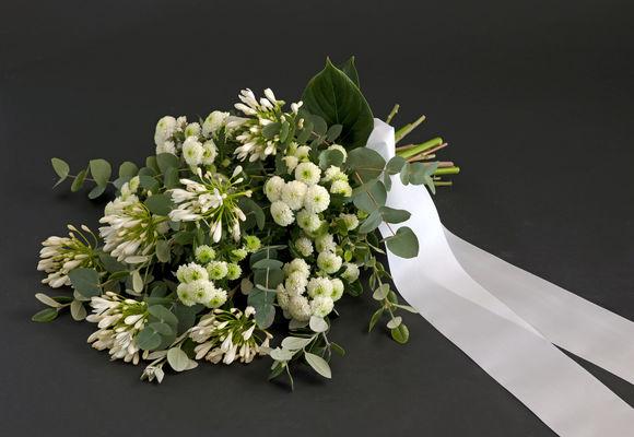 110709_blomster_bårebukett