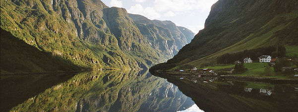 Bilde av Nærøyfjorden. Foto Arian Zwegers