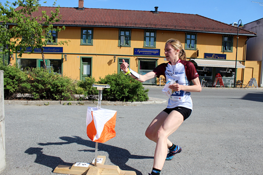 Elise Egseth på vei mot trygg seier under et VM-uttaksløp i Vikersund 2015. Foto: Hans L. Werp.