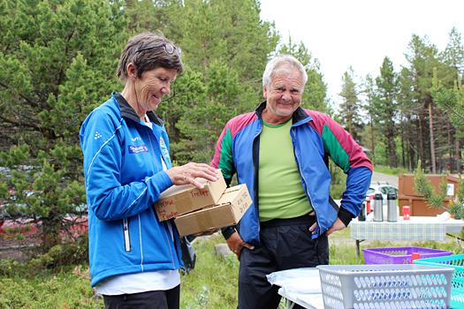 Tove Lillebråten i Tormod Skilag og Kåre Odde i Garmo IL arrangerer Myggklasken. Dette er grasrota, som jobber dugnad og finansierer sentrale forbundsoppgaver med løpsavgift. Den totale meningsløshet, mener artikkelforfatteren. Foto: Hans L. Werp.