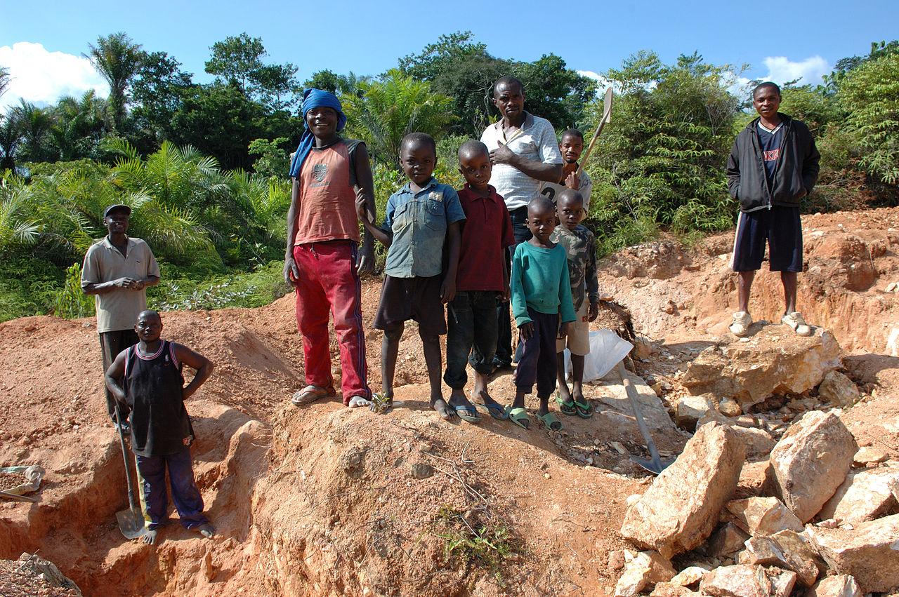 Child_labor_Artisan_Mining_in_Kailo_Congo.jpg