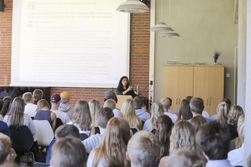 Hadia Tajik snakkar til ungdom