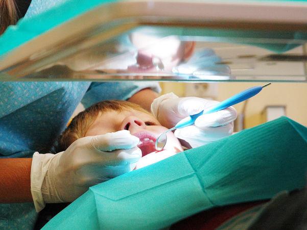 Gut vert behandla i tannlegestol