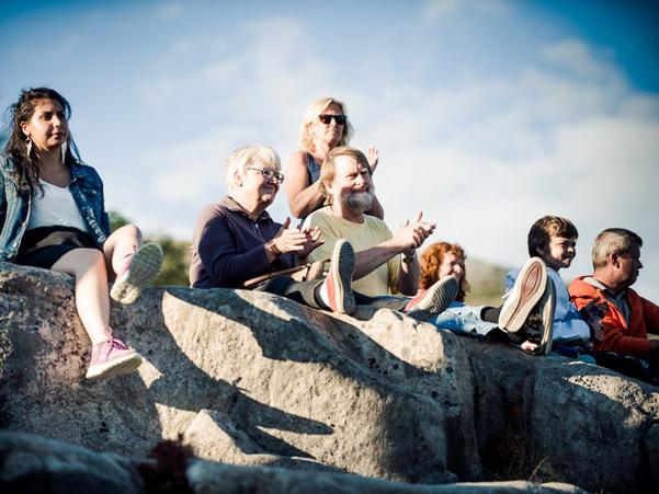 Publikum på Gulatingsstaden under Gulatingsmarkeringa sommaren 2014. Foto: David Zadig.