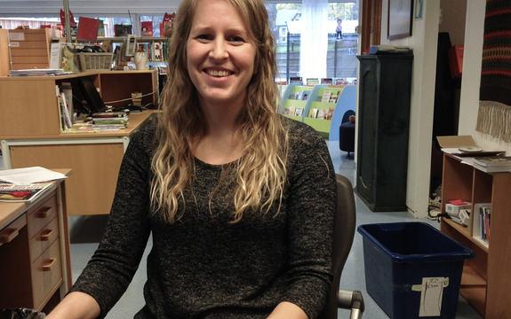 Bilete av Kristin Hatledal, biblioteksjef ved Stryn biblioetek.